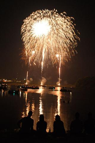 4th-of-july-fireworks-3 small.jpg -